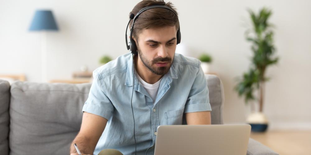 Saber trabajar remotamente, nueva habilidad a destacar al buscar empleo.